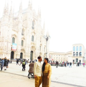 Milan Duomo - Mai and Andrew posing with traditional wedding clothes